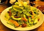 Salade avec noix caramélisées